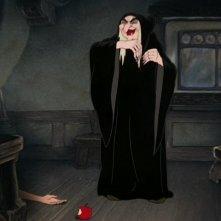 La strega ha ucciso Biancaneve in una scena del film d\'animazione Biancaneve e i sette nani ( 1937 )