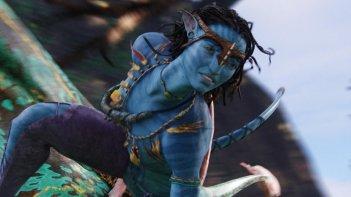Una sequenza di Avatar con Neytiri, la donna guerriera del clan dei Na'vi