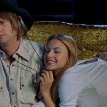 Oren Skoog e Jennifer Lyons in una sequenza del film Transylmania