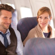 Bradley Cooper e Julia Roberts in una scena del film Valentine's Day