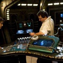 David Blue e Mark Burgess lavorano assieme in una scena dell'episodio Justice di Stargate Universe