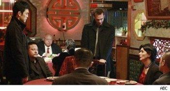 FlashForward: Shohreh Aghdashloo, Joseph Fiennes e John Cho in una scena dell'episodio A561984