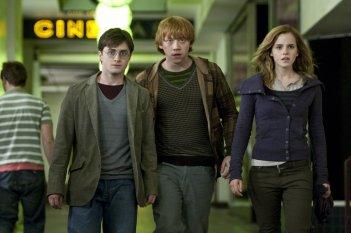 La prima foto di scena del film Harry Potter e i Doni della Morte - parte 1, con Daniel Radcliffe, Rupert Grint ed Emma Watson e