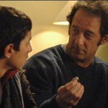 Firat Ayverdi e Vincent Lindon in una scena del film Welcome