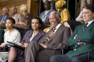 Morgan Freeman è il presidente Nelson Mandela nel film Invictus