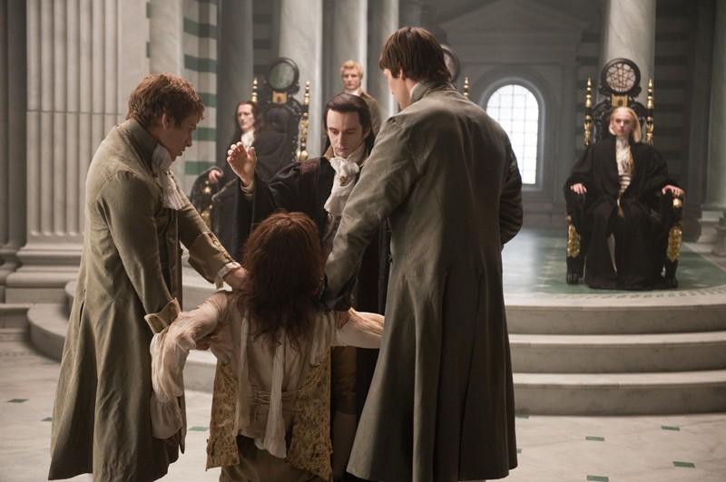 Una Scena Del Passato Con Carlisle Peter Facinelli E I Volturi Nel Film Twilight Saga New Moon 141188