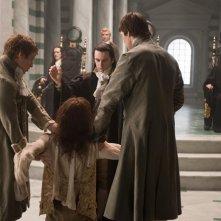 Una scena del passato, con Carlisle (Peter Facinelli) e i Volturi, nel film Twilight Saga: New Moon