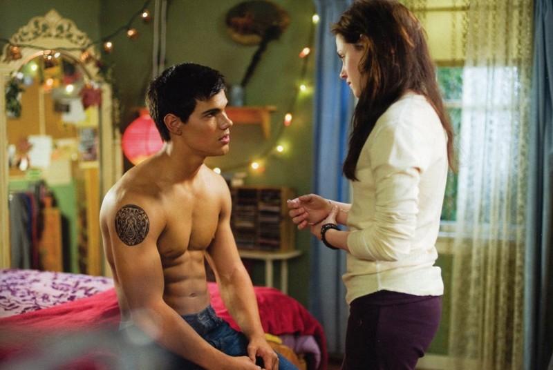 Una Scena In Cui Jacob Taylor Lautner E Bella Kristen Stewart Discutono In Camera Di Lei Nel Film Twilight New Moon 141187