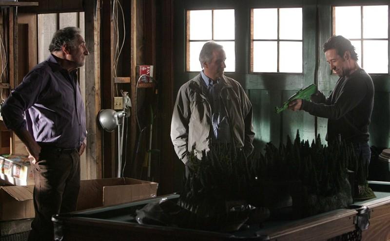 Un Momento Della Puntata Old Soldiers Della Sesta Stagione Di Numb3Rs Con Judd Hirsch La Guest Star Henry Winkler E Rob Morrow 141280