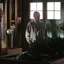 Un momento della puntata Old Soldiers della sesta stagione di Numb3rs con Judd Hirsch, la guest star Henry Winkler e Rob Morrow