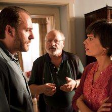 Claudia Pandolfi, Valerio Mastandrea e Marco Messeri in una scena de La prima cosa bella