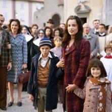 Micaela Ramazzotti con Giacomo Bibbiani e Aurora Frasca in una sequenza de La prima cosa bella di Virzì