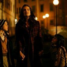 Micaela Ramazzotti con Giacomo Bibbiani e Aurora Frasca in una scena de La prima cosa bella di Virzì
