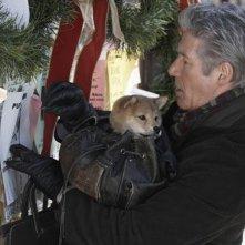 Richard Gere con il cane Hachi in una sequenza del film Hachiko