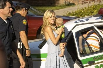 Dexter: Julie Benz in una scena dell'episodio The Getaway