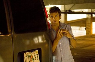 Dexter: Michael C. Hall in agguato nell'episodio The Getaway