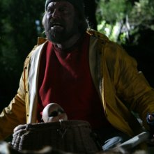 John Carl Buechler in una sequenza dell'horror Hatchet