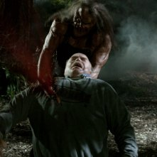 Kane Hodder e Richard Riehle in una scena dell'horror Hatchet