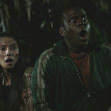 Tamara Feldman e Deon Richmond in una scena dell'horror Hatchet