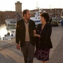 Valerio Mastandrea e Stefania Sandrelli in una scena de La prima cosa bella