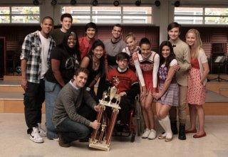 Glee: una scena di gruppo dall'episodio Sectionals