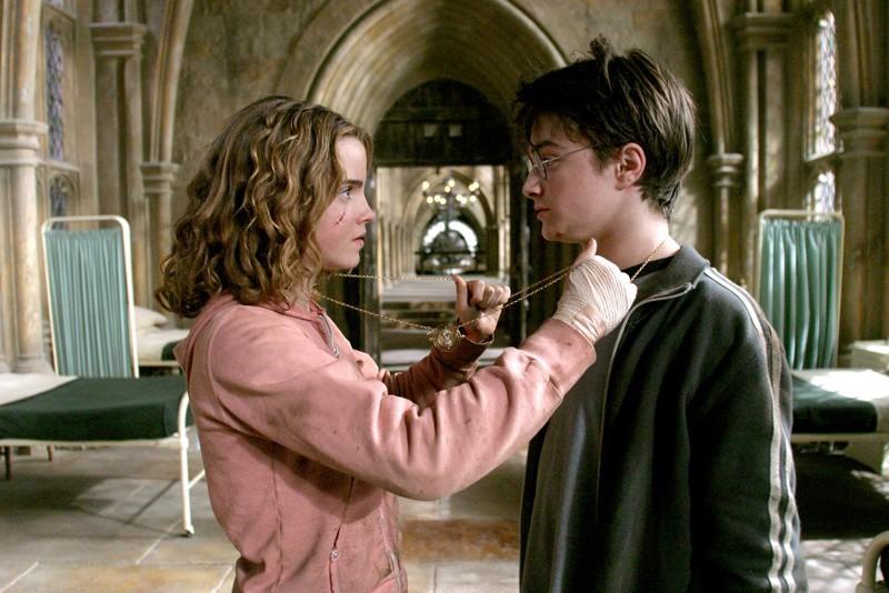 Hermione Emma Watson E Harry Daniel Radcliffe Usano La Giratempo Per Salvare Fierobecco 141813