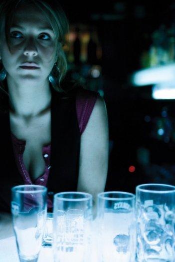 Isabella Ragonese in una suggestiva sequenza di Due vite per caso