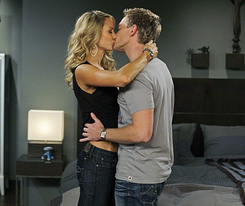 Neil Patrick Harris E Stacy Keibler Nell Episodio Girls Vs Suits Di How I Met Your Mother 141692