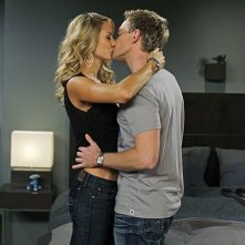 Neil Patrick Harris e Stacy Keibler nell'episodio Girls Vs. Suits di How I Met Your Mother