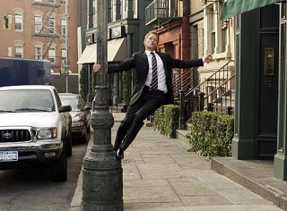Neil Patrick Harris in un momento dell'episodio Girls Vs. Suits di How I Met Your Mother