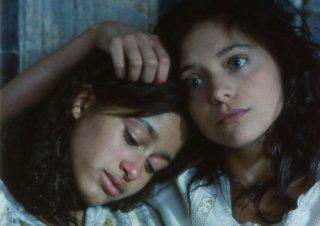 Olympe Borval e Lizzie Brocheré in una scena del film Il canto delle spose
