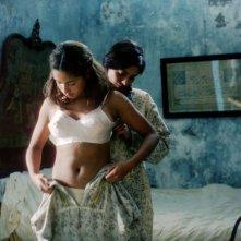 Olympe Borval e Lizzie Brocheré in una sequenza del film Il canto delle spose