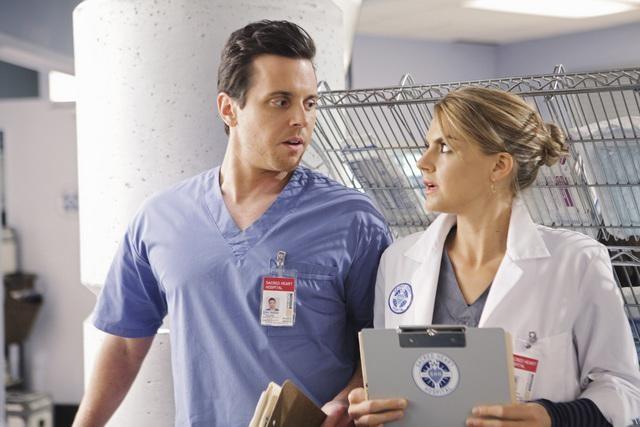 Scrubs Eliza Coupe E Michael Mosley In Una Scena Dell Episodio Our Mysteries 141841