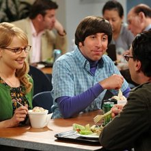 Simon Helberg, Melissa Rauch e Kaley Cuoco nell'episodio The Gorilla Experiment di The Big Bang Theory