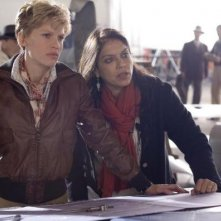 Hilary Swank e la regista Mira Nair nel biopic Amelia