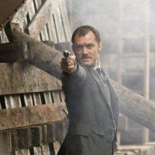 Jude Law nei panni del dottor Watson nel film Sherlock Holmes