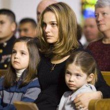 Natalie Portman con Taylor Geare e Bailee Madison in una scena di Brothers