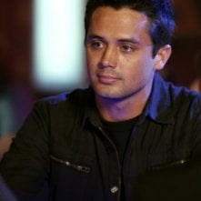 Chase (Stephen Colletti) lavora al Tric nell'episodio Now You Lift Your Eyes to the Sun di One Tree Hill