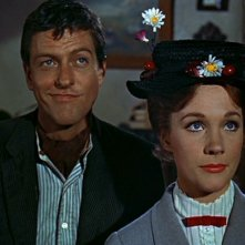Dick Van Dyke e Julie Andrews in una scena del film Mary Poppins ( 1964 )