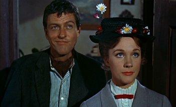 Dick Van Dyke e Julie Andrews in una scena del film Mary Poppins ( 1964 )