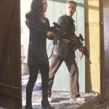 Dollhouse: Eliza Dushku e Reed Diamond in una scena dell'episodio The Attic
