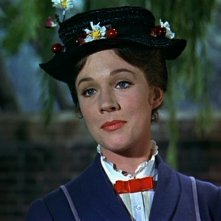 Julie Andrews in una scena del film Mary Poppins ( 1964 )