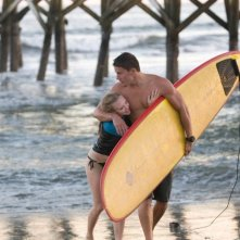 Savannah (Amanda Seyfried) e John (Channing Tatum) in spiaggia, nel film Dear John