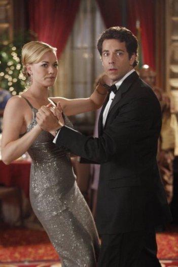Chuck: Yvonne Strahovski e Zachary Levi nell'episodio Chuck Vs. The Angel de la Muerte