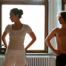 Dorka Gryllus e Adam Bousdoukos in una scena del film Soul Kitchen