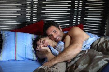 La coppia Michela Quattrociocche e Raoul Bova in una scena di Scusa ma ti voglio sposare