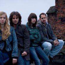 Pheline Roggan, Adam Bousdoukos, Anna Bederke e Moritz Bleibtreu in una scena del film Soul Kitchen