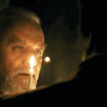 Anthony Hopkins in una sequenza di The Wolf Man