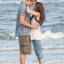 Miley Cyrus e Liam Hemsworth in una scena di The Last Song