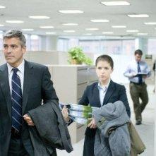George Clooney e Vera Farmiga in una scena di Tra le nuvole